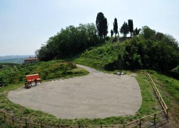 A Bricco Lu la panchina gigante che guarda l'UNESCO.